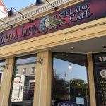 壊れたサンバリアの日傘と『Stella Luna Gelato Cafe』